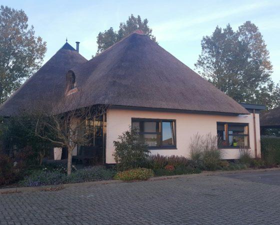 Verbouw rietgedekte woning te Makkum
